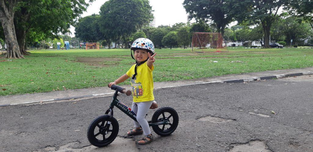 Asyiknya Bermain Balance Bike