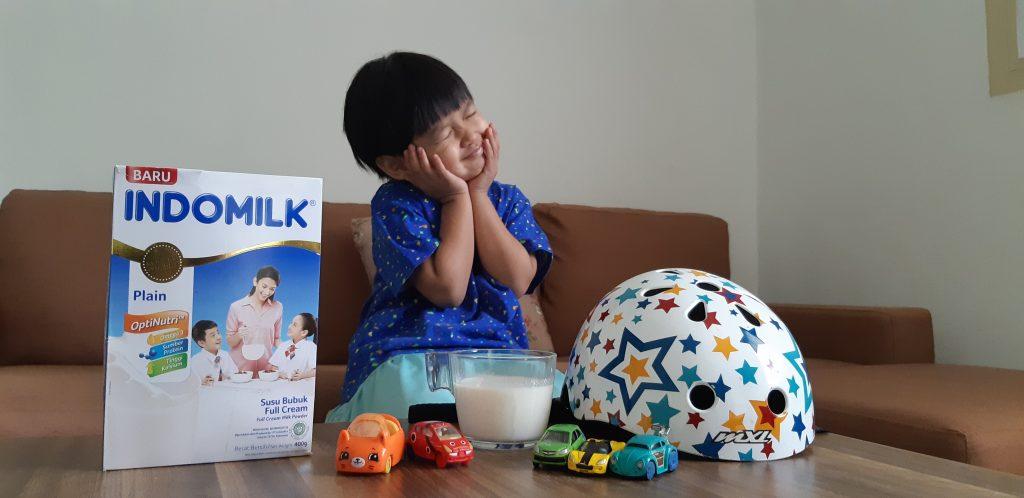 Indomilk Optinutri Susu Bubuk Untuk anak bermain sepeda