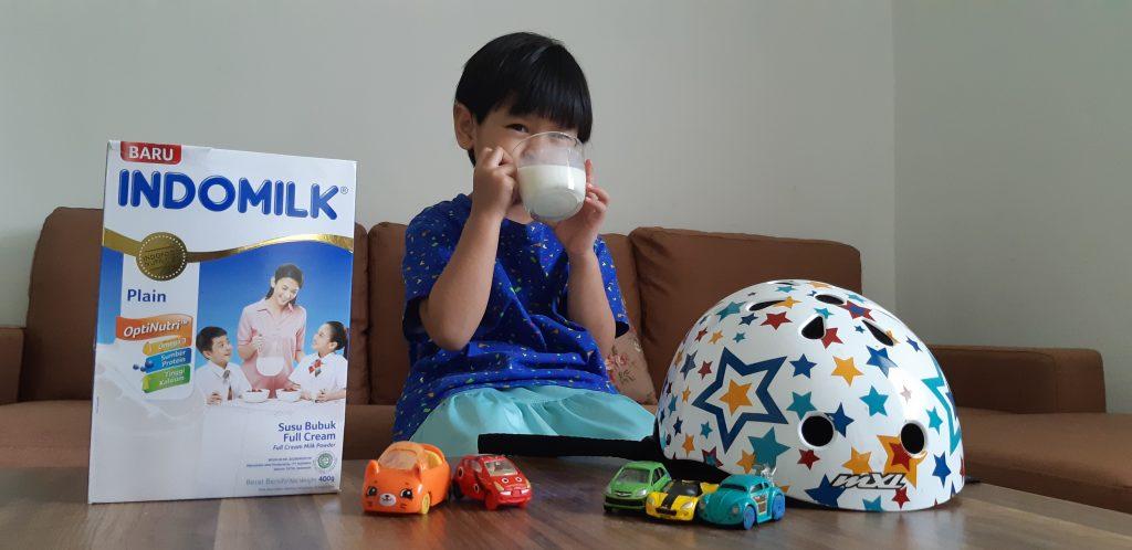 Minum Indomilk Susu Bubuk sebelum anak bermain sepeda