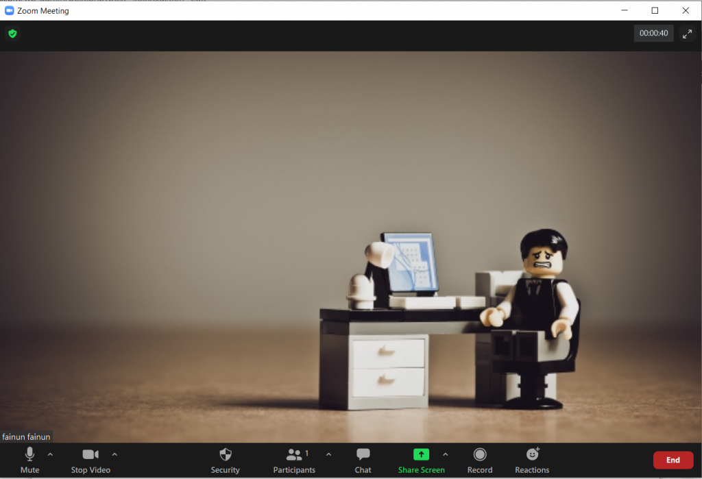 Mulai proses meeting di Kahoot. Pastikan suara bisa masuk dengan jelas untuk membuat video pembelajaran dengan zoom