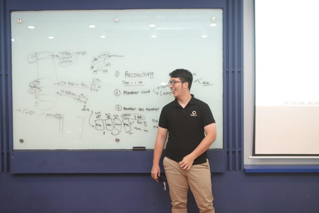 Super Coach saat kursus universitas IT