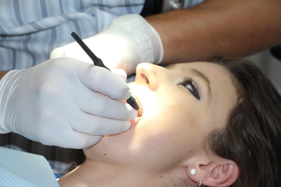Melakukan pemeriksaan gigi saat hamil