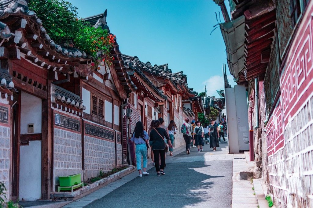 Jalan-jalan di Korea juga salah satu hal yang diinginkan setelah menonton acara TV Korea
