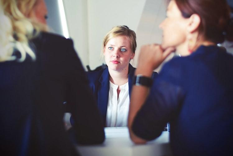 Salah satu tugas hrd adalah ertemu dan mendengar keluhan karyawan lain